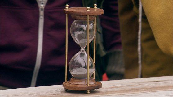 Ett timglas som står still