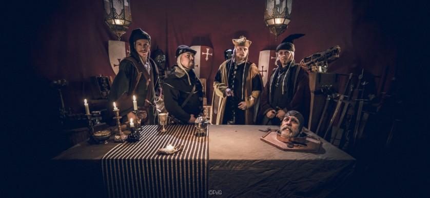 Samtliga magiker från Mysteria samlade vid ett bord